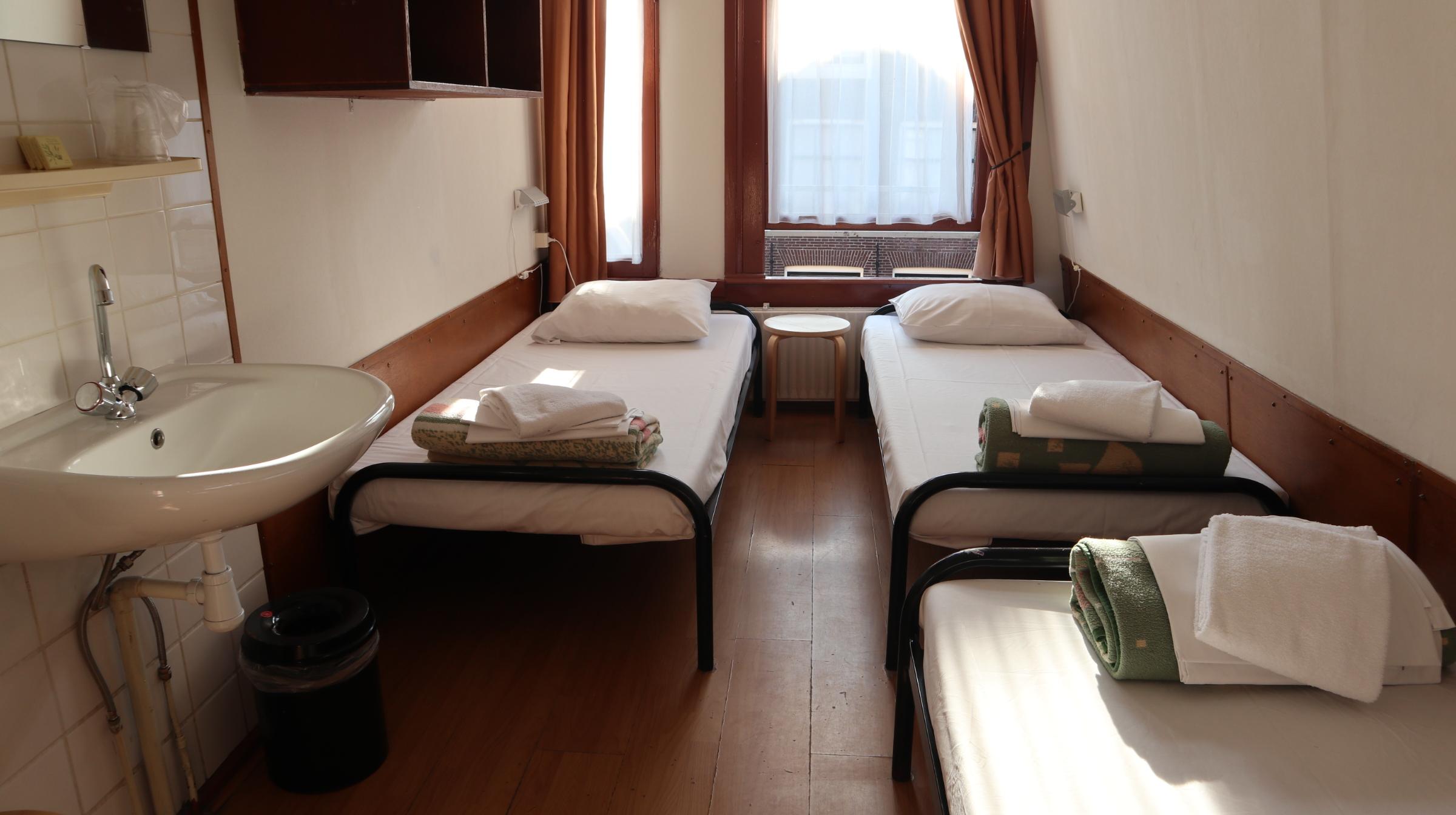 Amsterdam Budget hotel - triple room 3